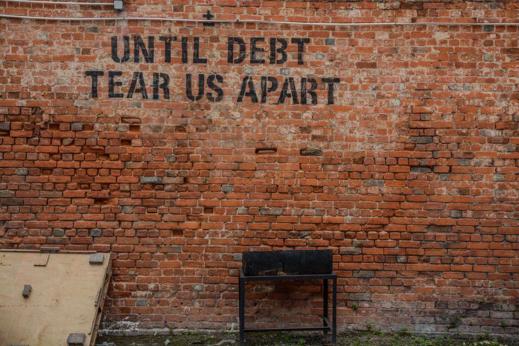 """стена с графит """"докато дълговете ни разделят"""""""