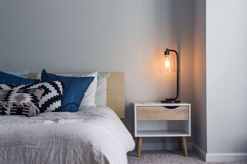нощна лампа с изчистен дизайн