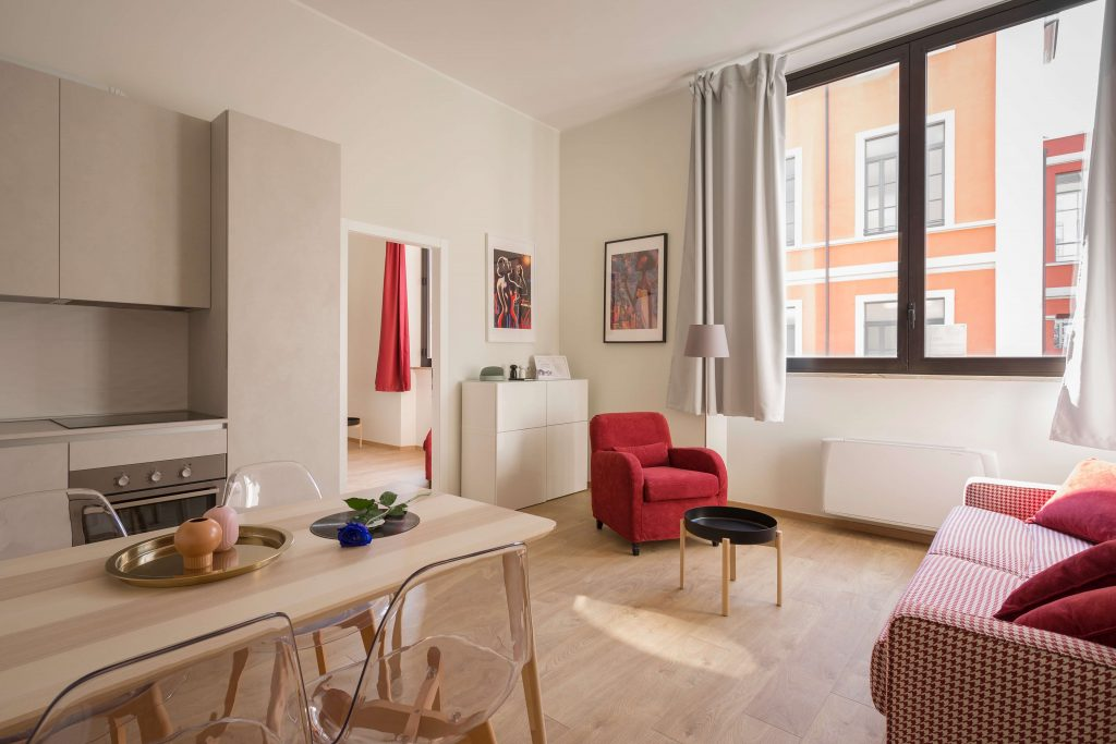 чист и подреден минималистичен апартамент