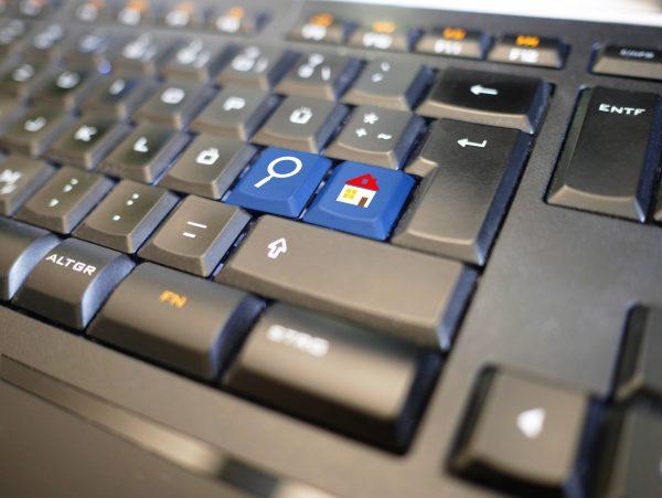 клавиатура с клавиш-къща и клавиш-лупа