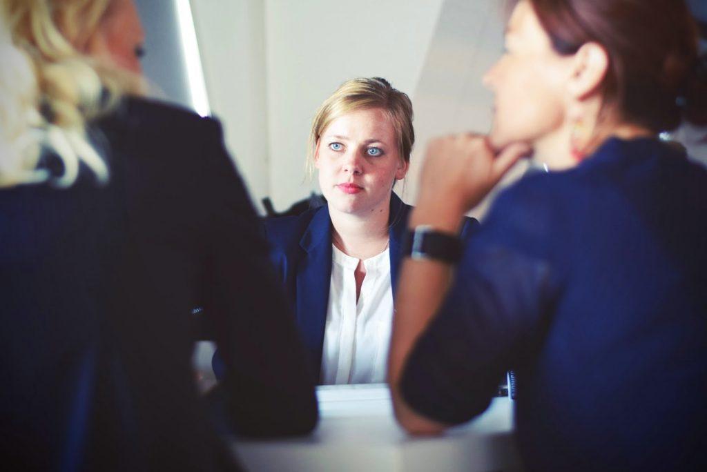 бизнес среща на три жени