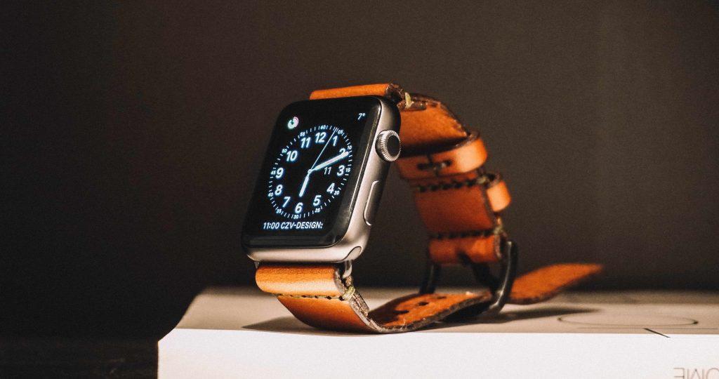 ръчен часовник с кожена каишка и touch циферблат