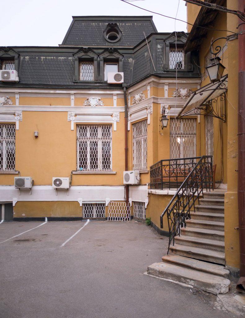 "Задният двор на ул. ""Ангел Кънчев"" 3"