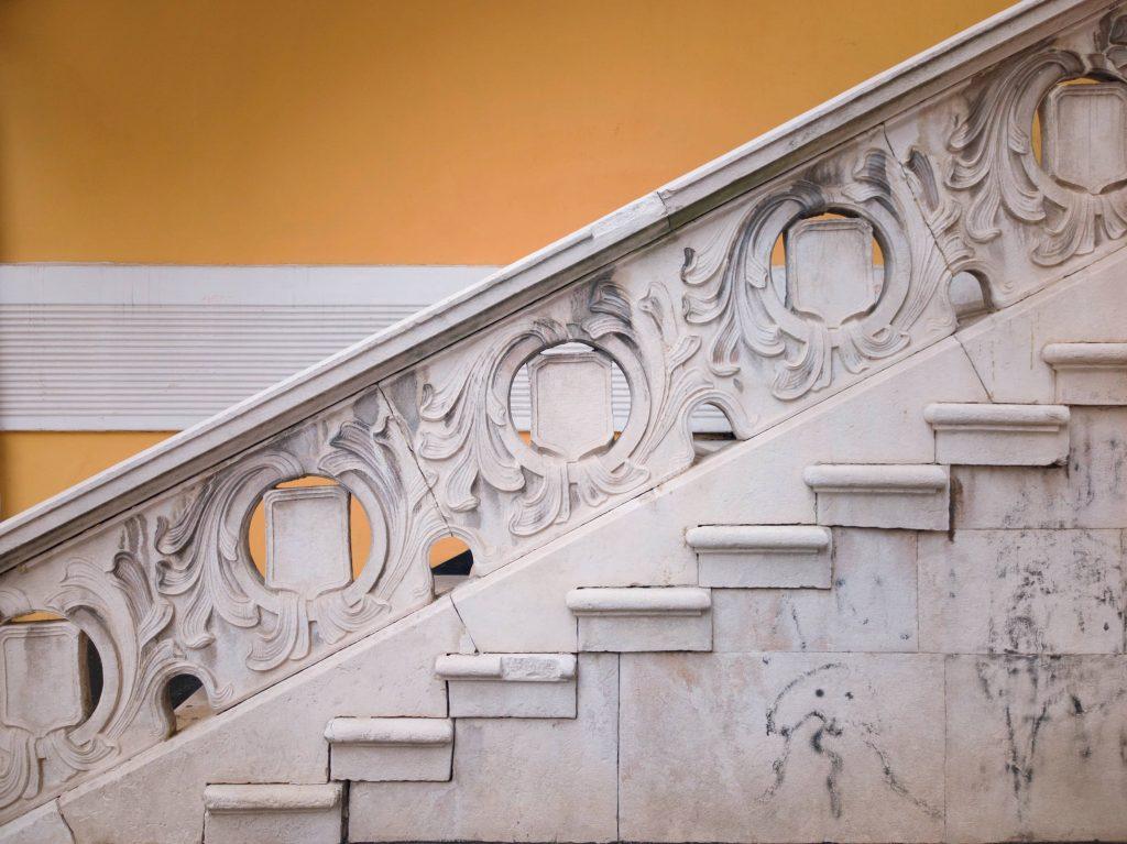 """елемент от мраморното стълбище на ул. """"Ангел Кънчев"""" 3"""