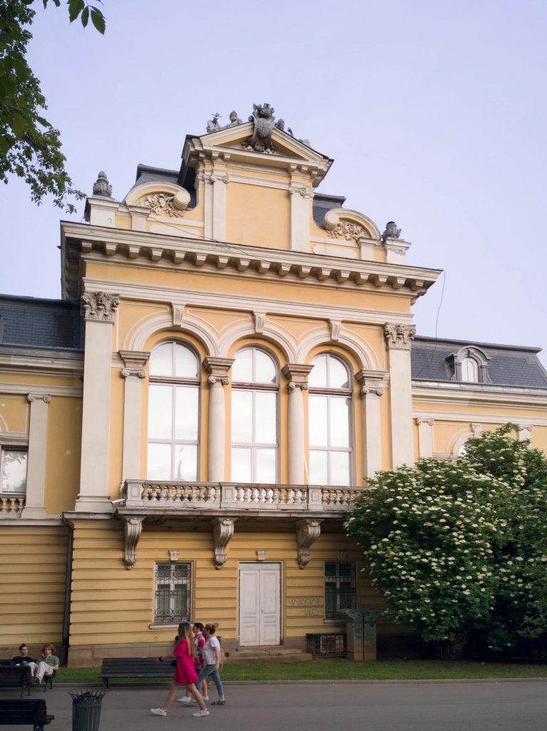 Западното крило на Царския дворец, емблема на Стара София