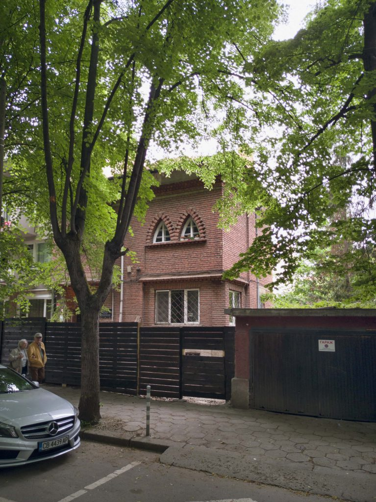 стара тухлена къща в центъра на София