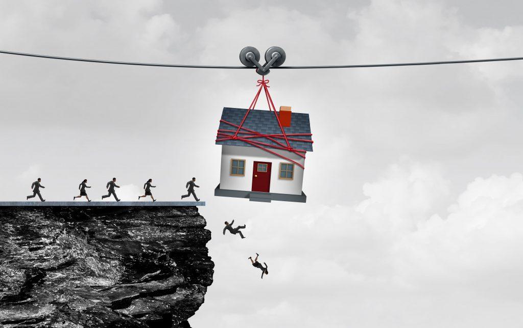 """къща, която """"примамва"""" хора да скочат от скала"""