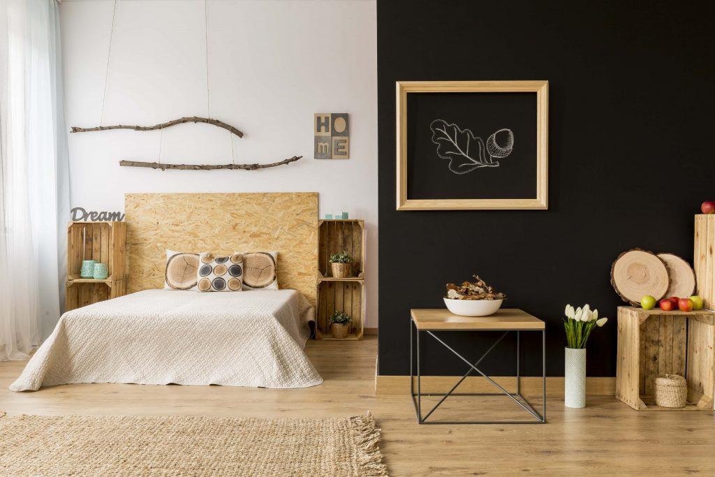 спалня с множество персонализирани елементи